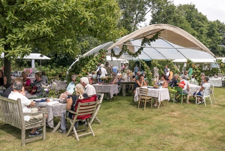 Your Guide to Catering a Large Backyard Party