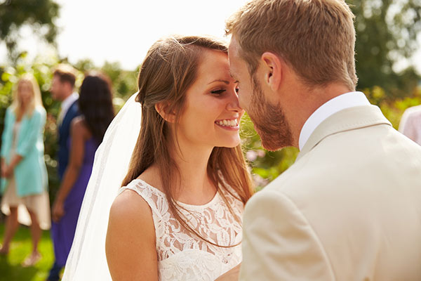 5 Summer Wedding Hacks Every Bride and Groom Should Know