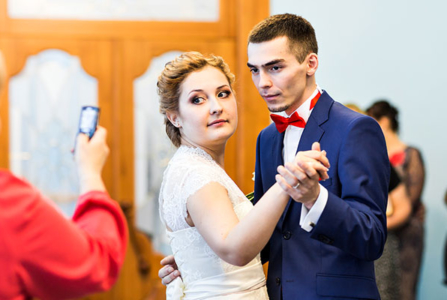 4 Easy Ways to Eliminate Technology From Your Wedding Day
